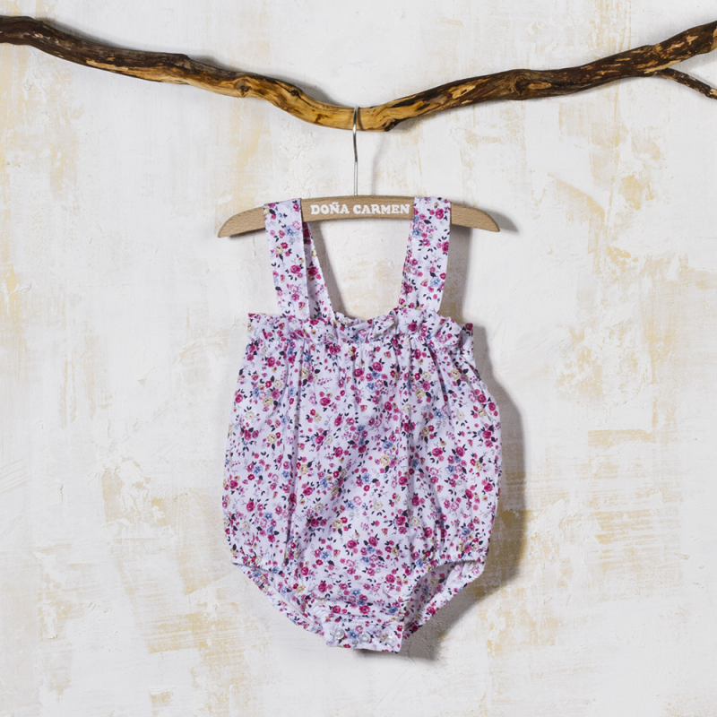 0b907b82e Baby bloomers in floral patterned fabric with bow for lillte baby girls.