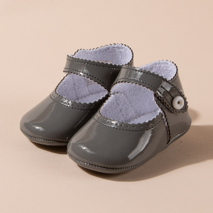 GRAY PATENT LEATHER MARY JANE SHOES
