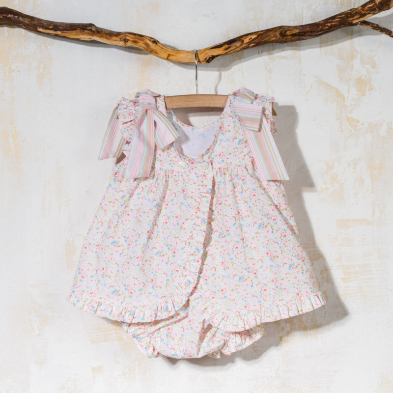 Girl dress in flowers and stripes Cajo