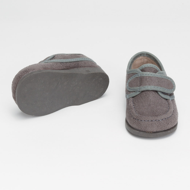 zapato-serraje-gris-detalle