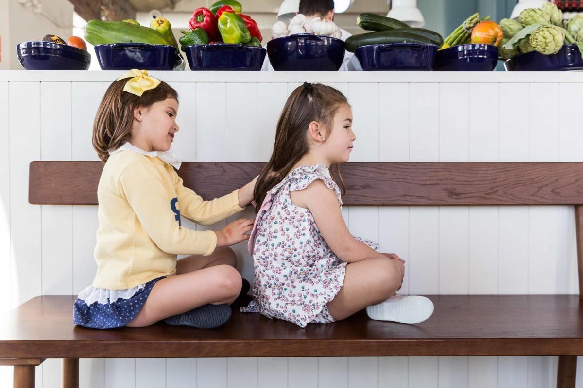 niñas peinandose en pelo